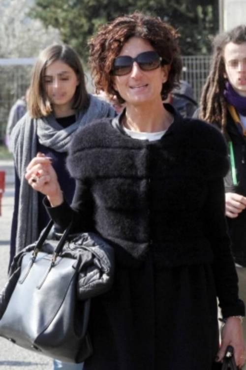 Agnese Renzi paparazzata a scuola e gli alunni fanno gesti alle sue spalle 2