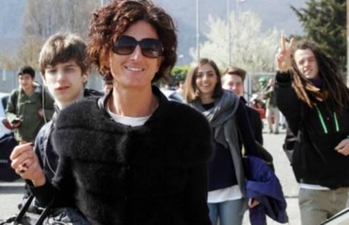 Agnese Renzi paparazzata a scuola e gli alunni fanno gesti alle sue spalle 4
