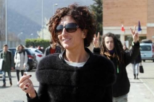 Agnese Renzi paparazzata a scuola e gli alunni fanno gesti alle sue spalle 8
