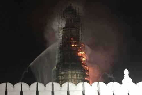 Paura a Mosca, va in fiamme il monastero di Novodevichy 4