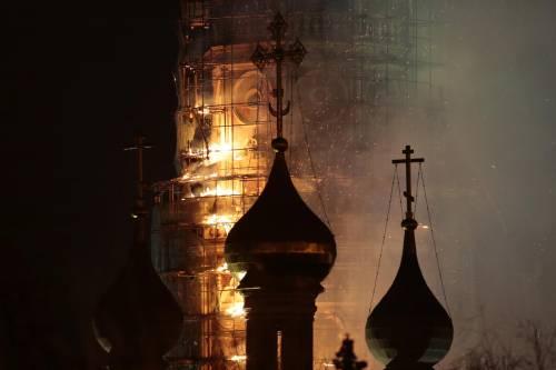 Paura a Mosca, va in fiamme il monastero di Novodevichy 5