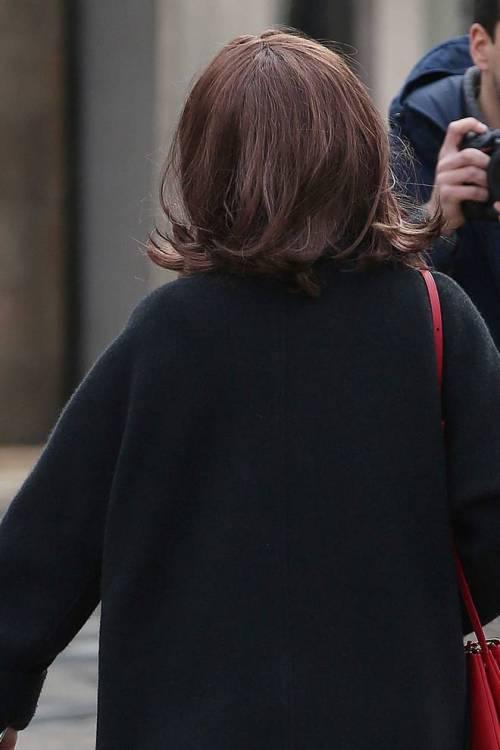Aurora Ramazzotti si mostra ai fotografi con una parrucca  2