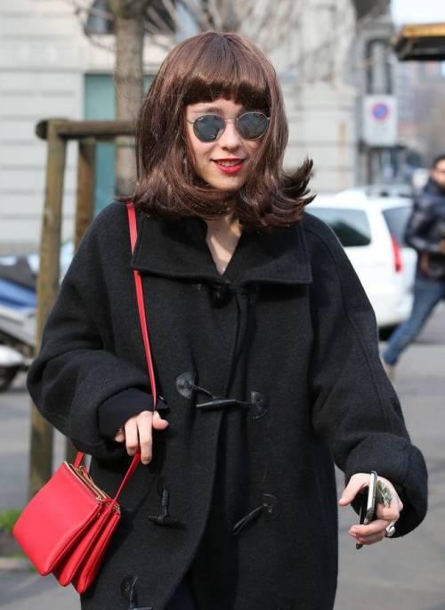 Aurora Ramazzotti si mostra ai fotografi con una parrucca  5