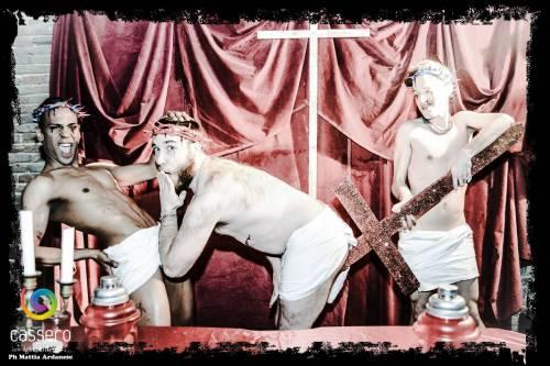 Ecco le foto blasfeme pubblicate dal Cassero