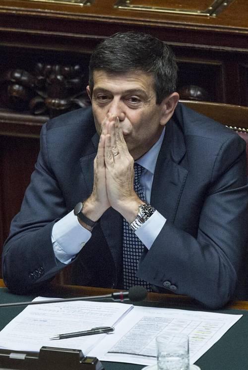 Il giorno più lungo del ministro contestato nella sua Milano