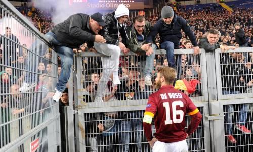Europa League, faccia a faccia tra i giocatori della Roma e i tifosi 8