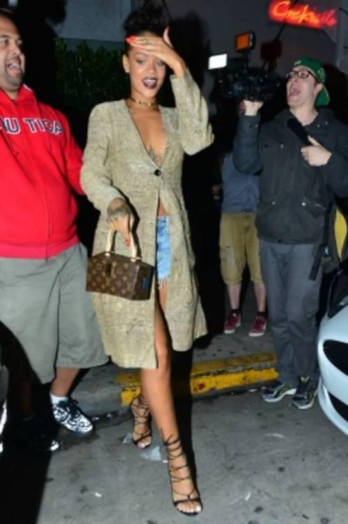 Rihanna semi nuda al ristorante: ecco gli scatti hot 7