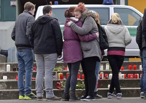 Germania, il dolore per le vittime dello schianto 1