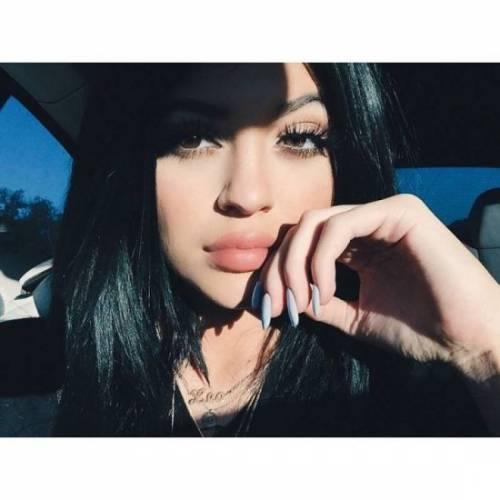 Kylie Jenner, 40 minuti di trucco per labbra turgide 3