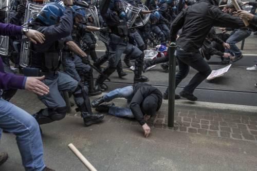 Torino, scontri tra antagonisti e polizia 3