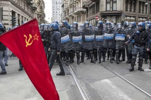 Torino, scontri tra antagonisti e polizia 6