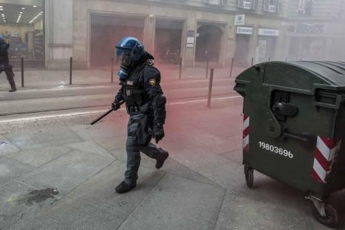 Torino, scontri tra antagonisti e polizia 8