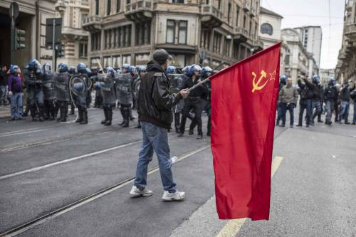 Torino, scontri tra antagonisti e polizia 9