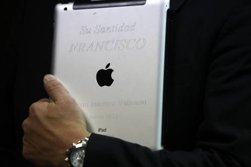 All'asta l'iPad di Papa Francesco