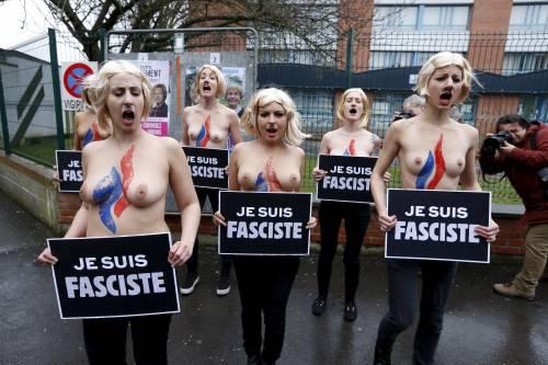 "Le (solite) Femen nude contro Marine Le Pen: ""Je suis fasciste"""