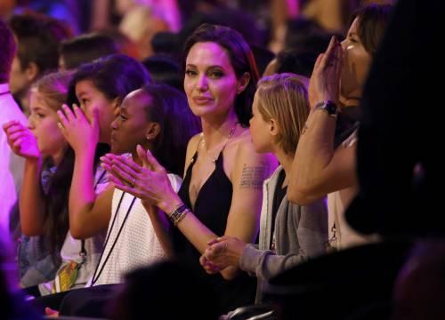 Angelina Jolie torna in pubblico dopo l'operazione 8