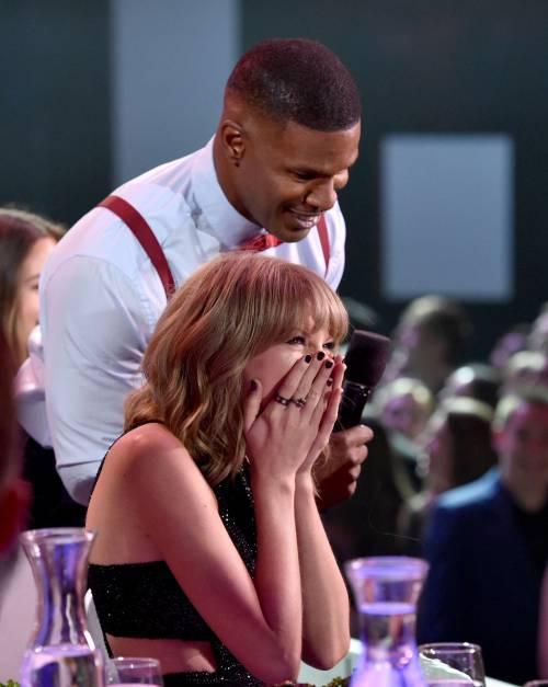 Taylor Swift sexy agli iHeartRadio Music Awards: vince e duetta con Madonna 10