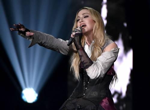 Taylor Swift sexy agli iHeartRadio Music Awards: vince e duetta con Madonna 14