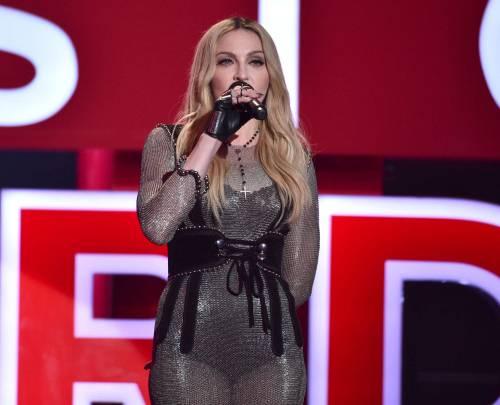 Taylor Swift sexy agli iHeartRadio Music Awards: vince e duetta con Madonna 17
