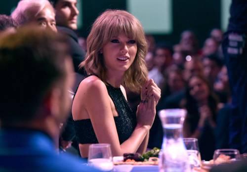 Taylor Swift sexy agli iHeartRadio Music Awards: vince e duetta con Madonna 15