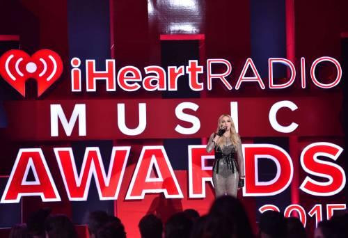 Taylor Swift sexy agli iHeartRadio Music Awards: vince e duetta con Madonna 18