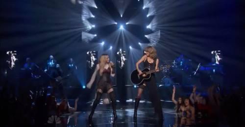 Taylor Swift sexy agli iHeartRadio Music Awards: vince e duetta con Madonna 8