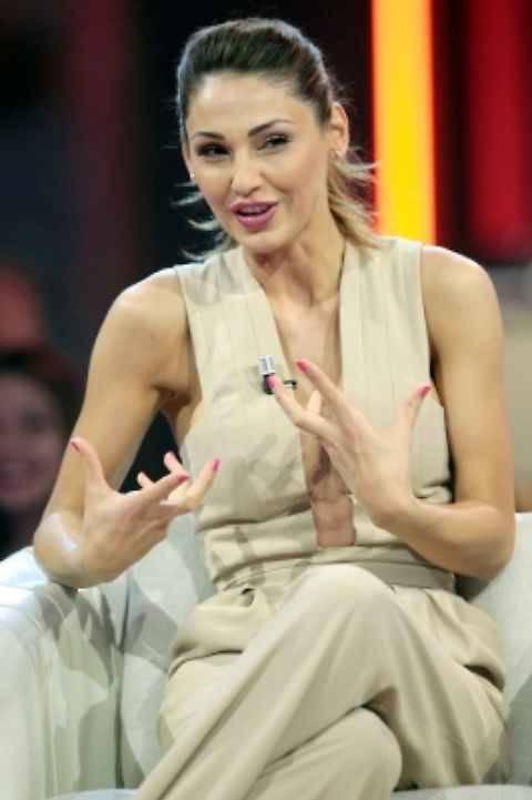 Anna Tatangelo hot da Chiambretti 4