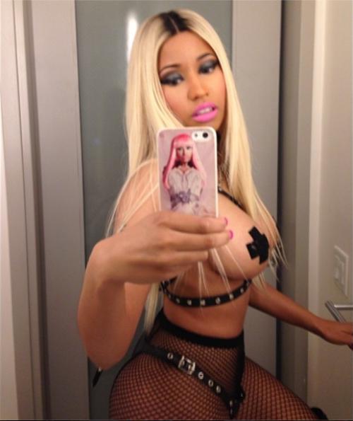 Nicki Minaj: sedere nudo a Dublino 15