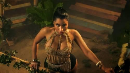 Nicki Minaj: sedere nudo a Dublino 19