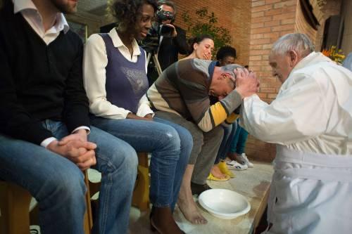 Il Papa lava i piedi alla showgirl Lubamba 4
