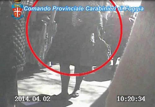 Alcuni fotogrammi dei video che incastrano gli impiegati 4