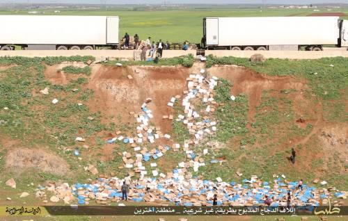 """L'Isis brucia il pollo destinato ai profughi: """"È macellato negli Usa"""" 4"""