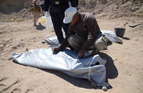 Iraq, trovate 10 fosse comuni con 1700 soldati iracheni 2