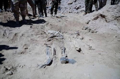 Iraq, trovate 10 fosse comuni con 1700 soldati iracheni 6