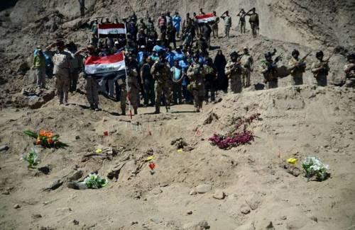 Iraq, trovate 10 fosse comuni con 1700 soldati iracheni 5