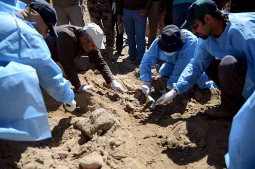 Iraq, trovate 10 fosse comuni con 1700 soldati iracheni 4