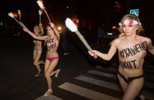 Femen nude: le foto delle proteste 4