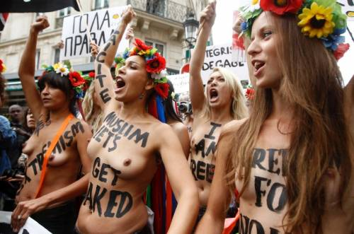 Femen nude: le foto delle proteste 6