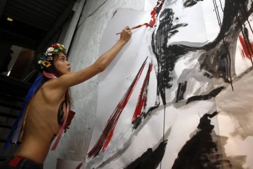 Femen nude: le foto delle proteste 8