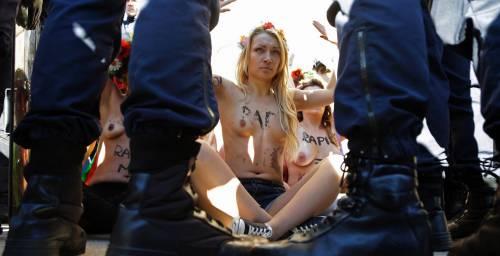 Femen nude: le foto delle proteste 14