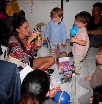 Belen e Stefano festeggiano i 2 anni di Santiago 3