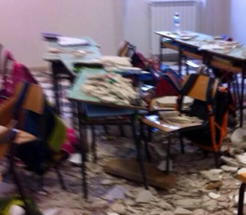Ostuni, crolla soffitto a scuola 3