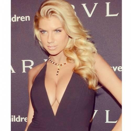 Charlotte McKinney: la nuova stella sexy di Instagram 7