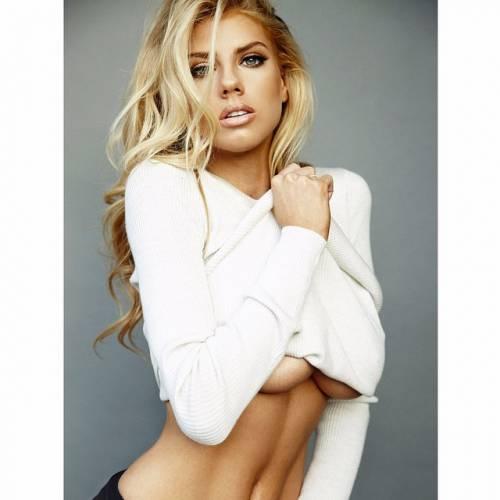 Charlotte McKinney: la nuova stella sexy di Instagram 12