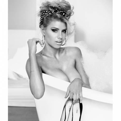Charlotte McKinney: la nuova stella sexy di Instagram 14