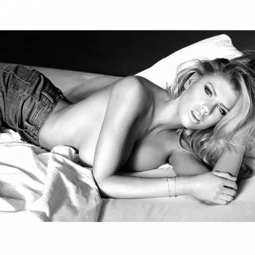 Charlotte McKinney: la nuova stella sexy di Instagram 13