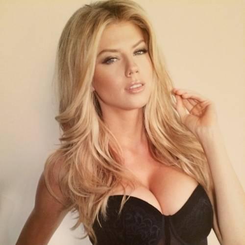 Charlotte McKinney: la nuova stella sexy di Instagram 2