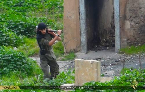Così lo Stato islamico distrugge il cimitero cristiano 7