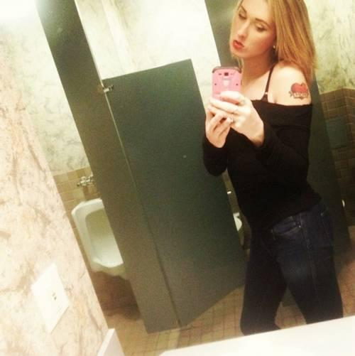 Ma cosa accadrebbe se dovessi utilizzare il bagno degli uomini - Selfie in bagno ...