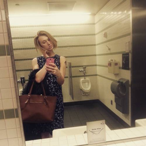 """La protesta della trans: """"Cosa succede se uso il bagno degli uomini"""" 2"""